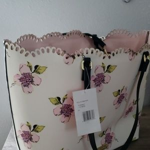 """Betsey Johnson Bags - 💝Betsy Johnson """"Live life in full bloom"""" tote"""